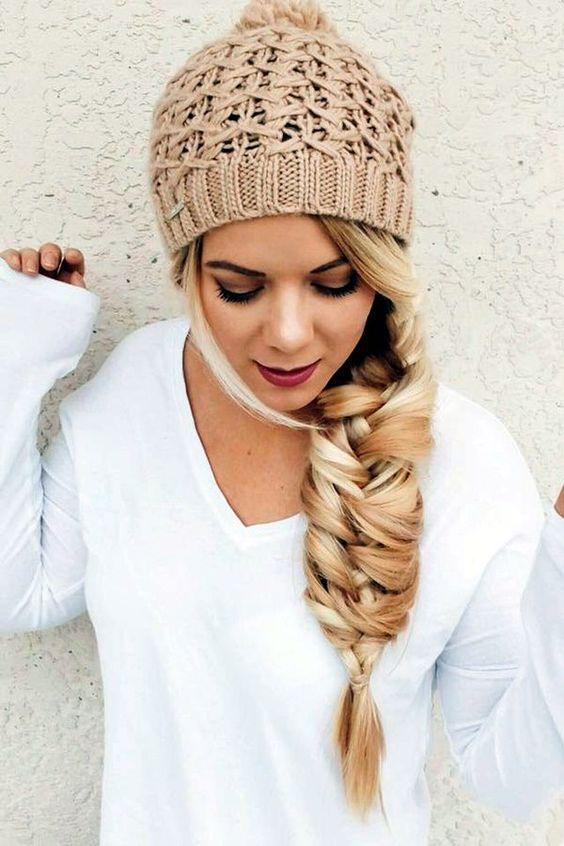 15 Niedlichen Frisuren Die Mit Einer Mutze Blaumode Com Beanie Hairstyles Braided Summer Hairstyles Hair Styles