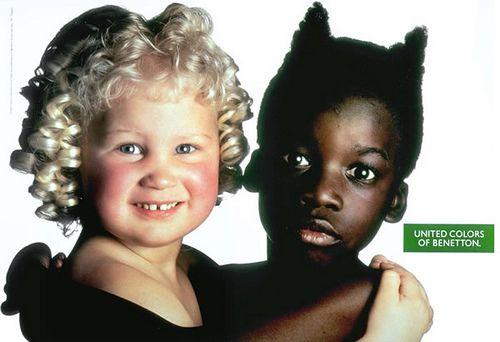 A clássica campanha de Benetton: Uma campanha que repercutiu no mundo inteiro. Toscani condena a publicidade como nós conhecemos: rosada, saudável, jovem, vendedora de um estilo de vida tão idiota quanto irreal. Seu trabalho busca a reflexão e o debate, através de imagens nada comuns ao universo fantástico da fotopublicidade.