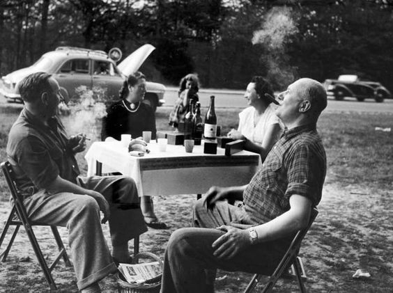 Robert Doisneau // Nationale 7, France (1954) ( http://www.gettyimages.co.uk/detail/news-photo/summer-holidays-news-photo/121507037