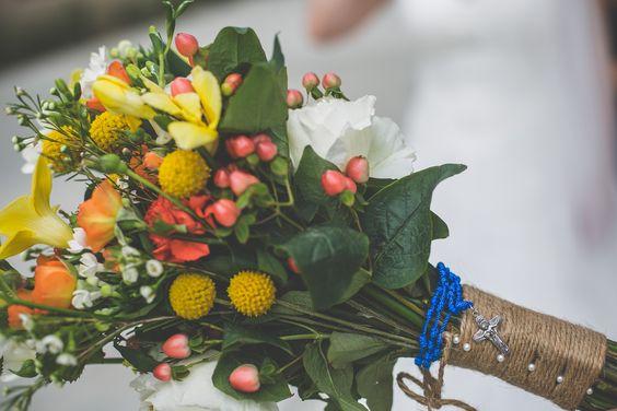 Dan Pepe | Rosemary Duff Florist | flower arrangement | floral design | wedding flowers | fall wedding | bridal bouquet | warm color scheme | caspedia's | orange daisies | bouquet charm