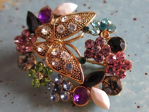 Beautiful Vintage Gold Tone Butterfly & Rhinestones Flowers Costume Pin Brooch