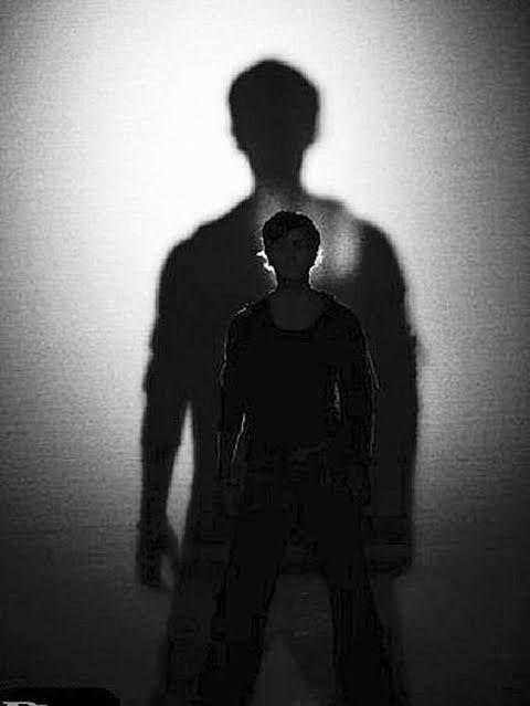 ما لا تعرفه عن قرينك ما لا تعرفه عن قرينك لكل منا شيطان موكل لغرض إضلاله وإغوائه وي طلق عليه القرين وهو مصاحب ل Islamic Culture Human Silhouette Human