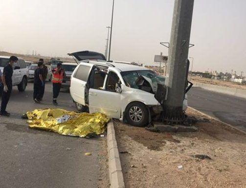 حادث مروع لسيارة عائلية يتسبب بوفاة 4 وإصابة طفلين شمال الرياض حادث مروري شمال الرياض مدينة الرياض Highway