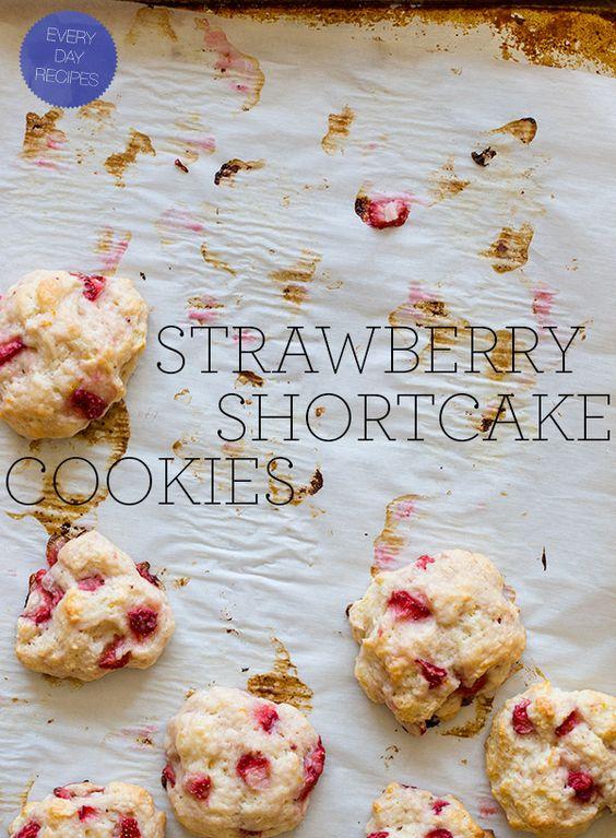 strawberry shortcake cookies: Cookies Spoon, Recipes Cookies, Sweet Treats, Shortcake Yummmm, Shortcake Cookies, Cookies Yummy, Cookie Recipes