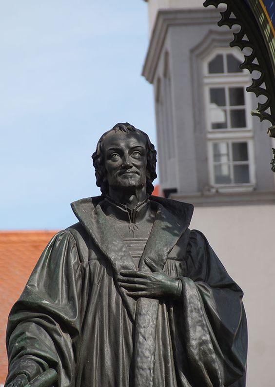 Die Altstadt Von Wittenberg Auf Luthers Spuren In Lutherstadt Wittenberg Luther Luther Thesen Geschichte Deutschlands