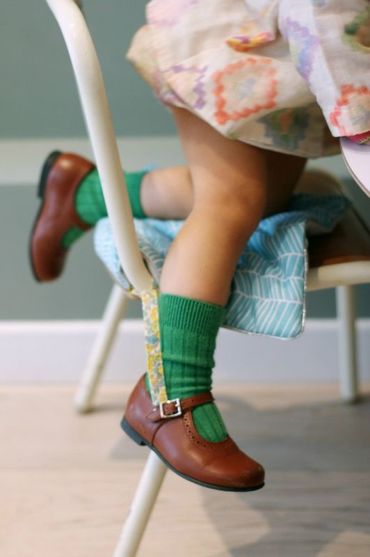 green sock + brown shoes
