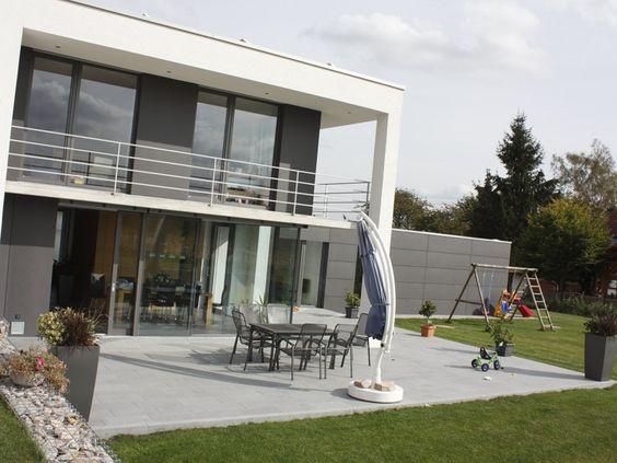 Trendfarbe Grau: Platten aus Granit stehen vor allem geradlinigen Neubauten gut zu Gesicht – jonastone.de