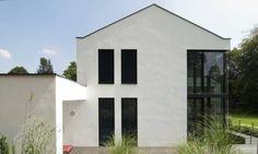 Auf den ersten Blick recht schlicht, entfaltet es erst bei näherem Hinsehen seine wahren Qualitäten. Hoher Wohnkomfort wurde hier mit attraktivem Design kombiniert. https://www.homify.de/ideenbuecher/44083/modernes-wohnhaus-im-alpenvorland
