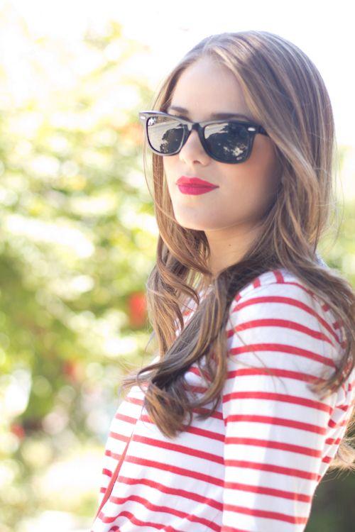 Red stripes + white shirt + converse shoes + wayfarers