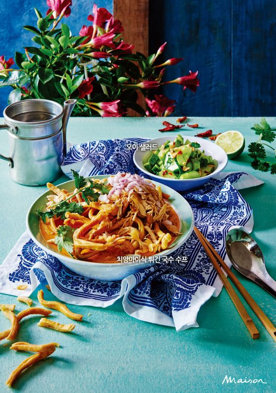 무더운 여름이면 생각나는 자극적인 그 맛. 고수, 레몬그라스 등  향신료를 가득 넣어 특유의 맛과 향이 입맛을 사로잡는 동남아시아 푸드 레시피를 소개한다.