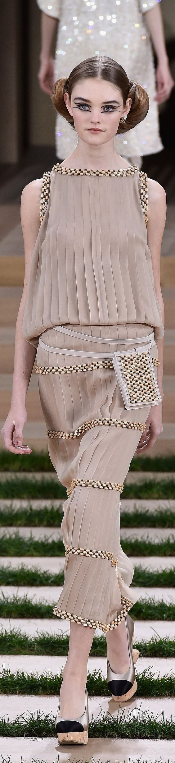 The belt in this garment distribute the fabric so the dress doesn't look like a straight tubular piece of fabric, but make it look like it slightly resemble the female figure. That is how this garment follows the principle o balance.
