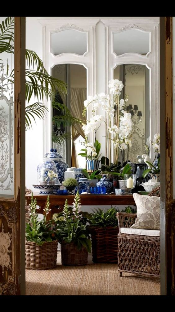 restaurant portion - baskets, mirrors, white and wood mix Classic Blue and White Chinoiserie - Chinoiserie Chic
