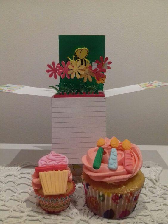 Tarjeta y cupcake personalizado...para cumpleaños