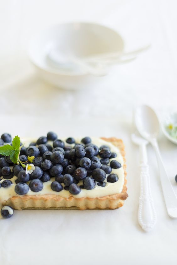 Mini Fig & White Chocolate Mascarpone Cream Tarts Recipe — Dishmaps