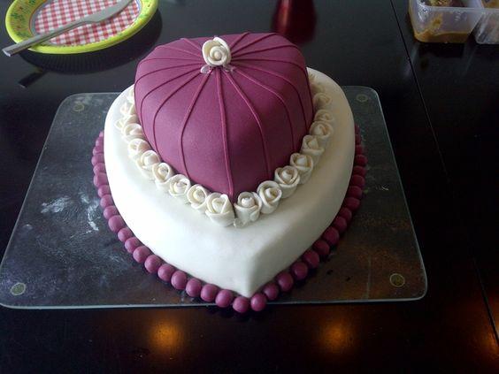 Heart Shaped Wedding Cakes | Team Wedding Blog
