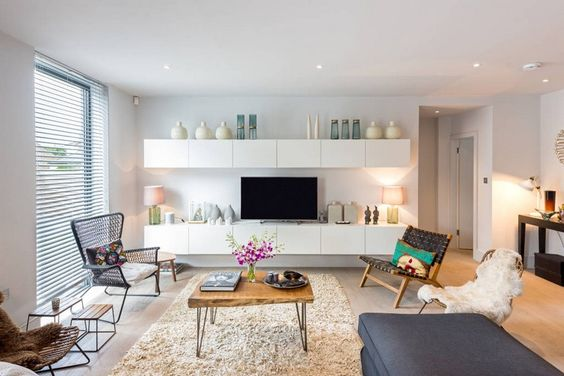 meuble tv mural suspendu en blanc mat en armoires basse et haute identiques