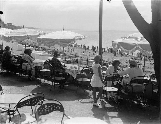 Praia do Tamariz, Estoril, Portugal    Fotógrafo: Estúdio Horácio Novais.  Data provável da fotografia original: 1931