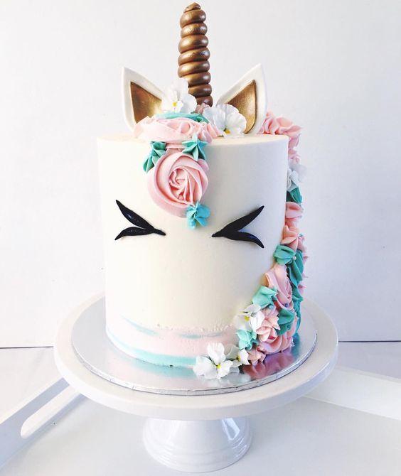 "6,169 mentions J'aime, 99 commentaires - Dany McEwen (@margueritecakes) sur Instagram: ""Gender Reveal Unicorn Cake """