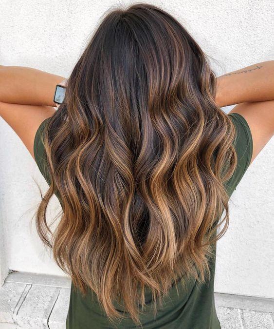Tendance Coloration 2020 Les Plus Belles Coiffures Balayage Caramel Pour Tout Type Et Longu Coiffure Balayage Longueur De Cheveux Couleur Cheveux