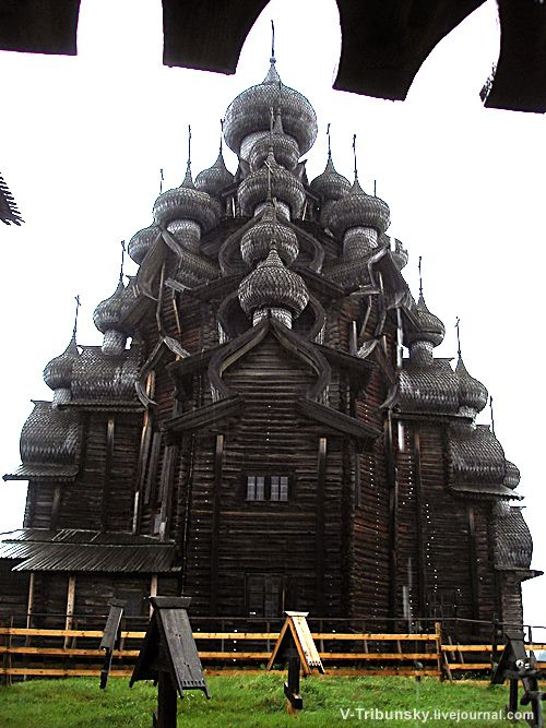 Kizhi Island. Russia. The wooden church built without a single nail 300 years ago. www.trouvevoyage.com