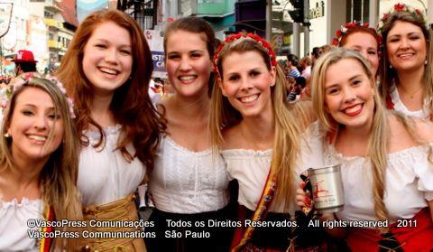 Últimos detalhes para a   29ª Oktoberfest de Blumenau - IMG_0016