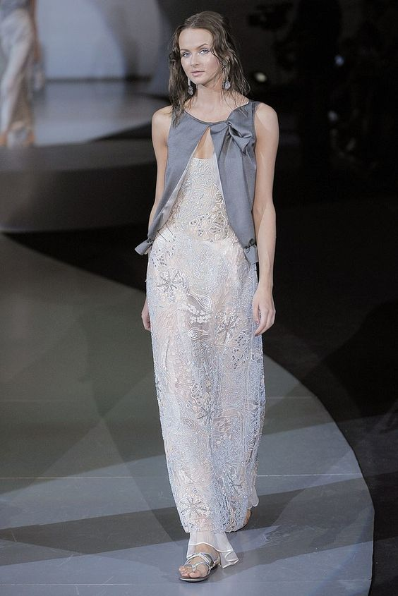 Giorgio Armani Spring 2009 Ready-to-Wear Fashion Show - Anna Filaseva