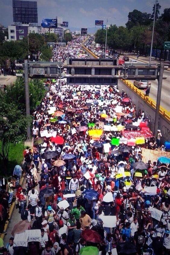 Se estiman más de 25,000 estudiantes y siguen llegando más, orgullosamente IPN #TodosSomosPolitecnico