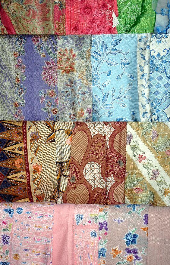 Salah satu kerajinan Indonesia yang berupa motif Batik