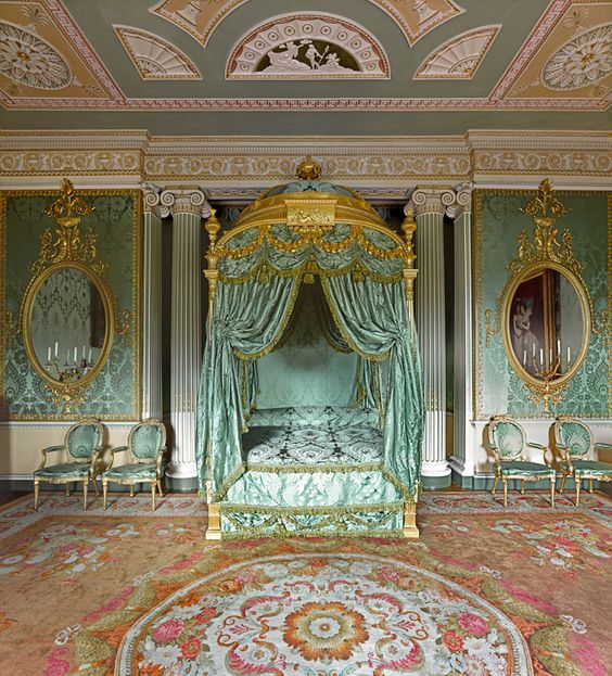 Chippendale-Bett im Schlafgemach von Harewood House, West Yorkshire, England.