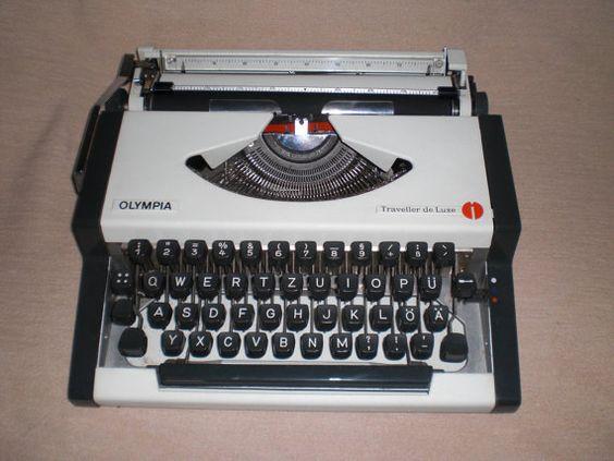 Portable typewriter Olympia Traveller de Luxe von nostalgiehauscom