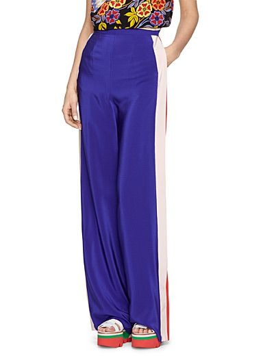 Vibrant colours, graphic elements, modern elegance: this MSGM pant has it all. You'll love the loose fit and light material that make it the perfect piece for summer.    Luxuriously light and fluid 100% silk weave   Concealed zip and hooks behind   Slit pockets and welt pockets behind   Made in Italy    The model is wearing size 40