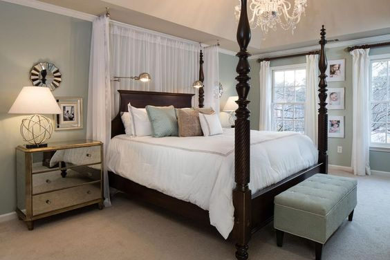 White canopy traditional and wood beds on pinterest for Traditional four poster beds