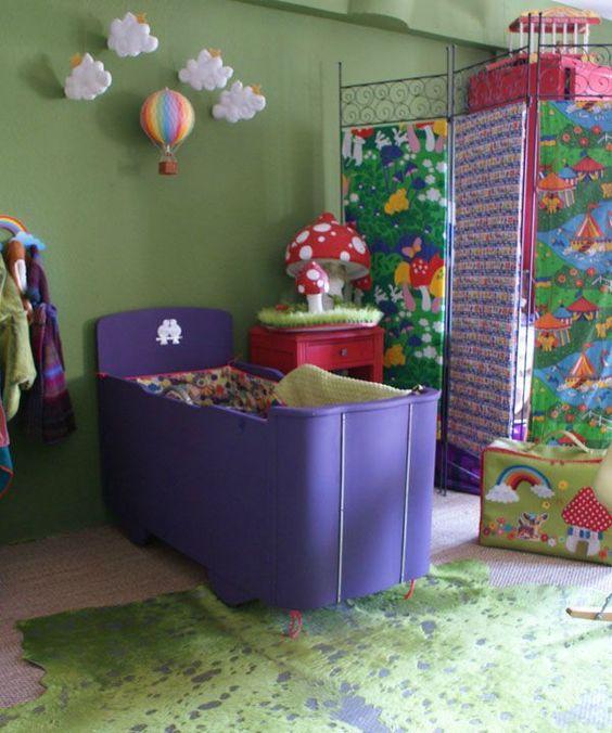 purple bed via www.blisscocotte.canalblog.com