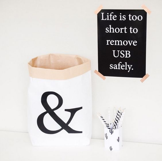 & paperbag medium with the black and white poster USB.: