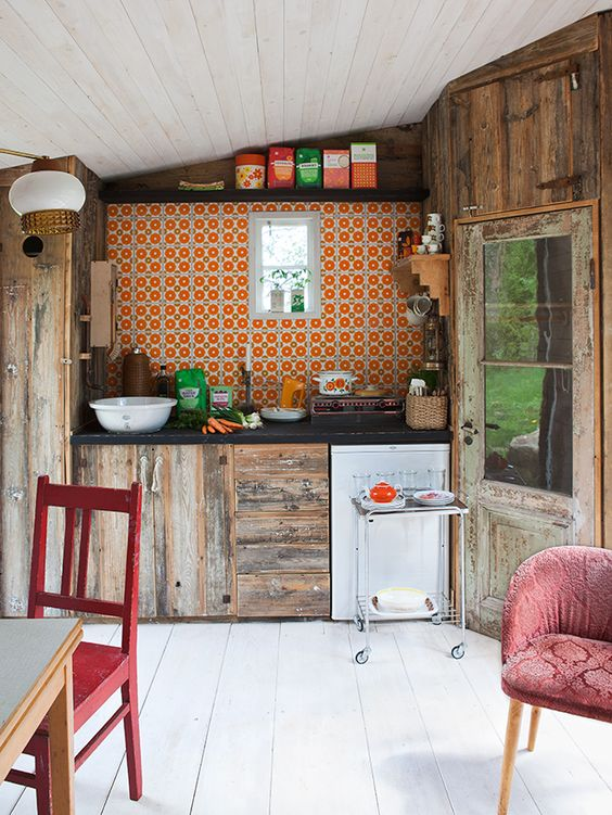 A little bit retro, a little bit rustic and a whole lot of eclectic.. Just how I love my kitchens!