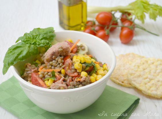 L'insalata di lenticchie e tonno è un piatto fresco saporito e molto appetitoso, è un modo perfetto per mangiare i legumi anche d'estate