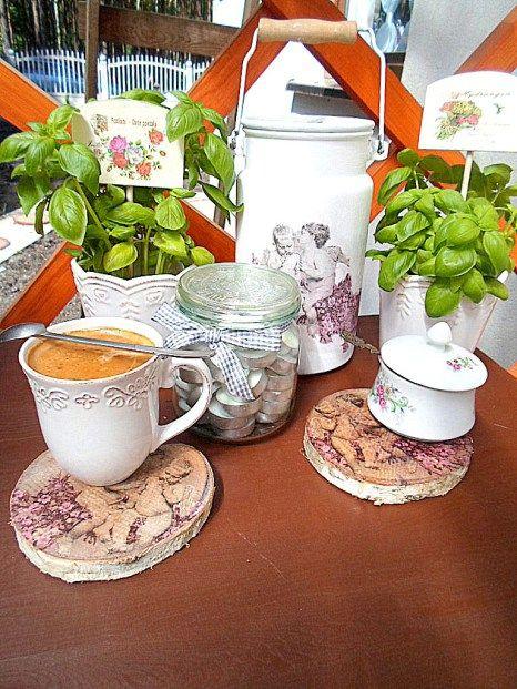 Podkładki z drewna ozdobione metodą decoupage! Idealne na letnie popołudnie z kawą! #diy #drewno #decoupage