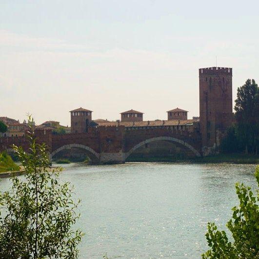 Ponte Scaligero Verbindet Das Castelvecchio Mit Der Anderen Uferseite Der Etsch Verona Italy Italia Travel Fromp Instagram River Outdoor