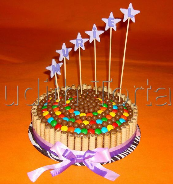 Torta decorada con golosinas tortas cakes con golosinas for Decoracion de tortas espejo