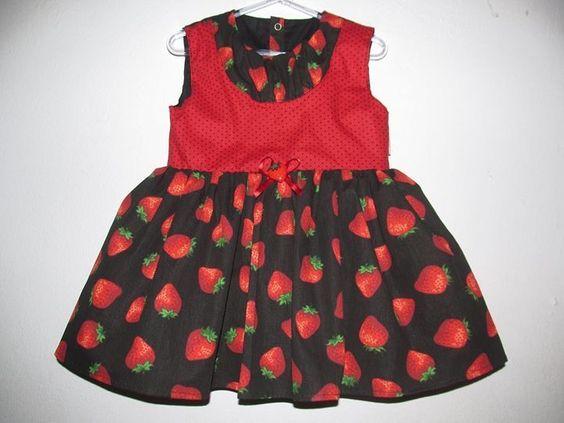 Lindo vestido com estampa de morangos! Fabricação própria Coisas de Marrie  Baby 9 a 12 meses https://www.facebook.com/CoisasDeMarrie/