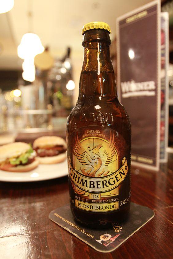 Cerveza tradicional belga Grimbergen. Es una cerveza rubia de alta fermentacion estilo ALE, con color amarillento dorado. Tradicional belga de abadía.