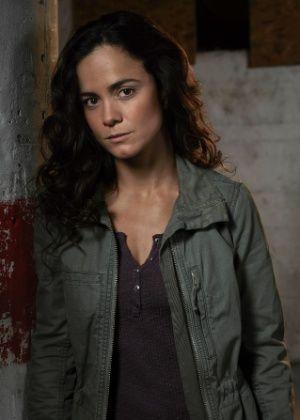 Alice Braga interpreta versão feminina de Pablo Escobar em série americana