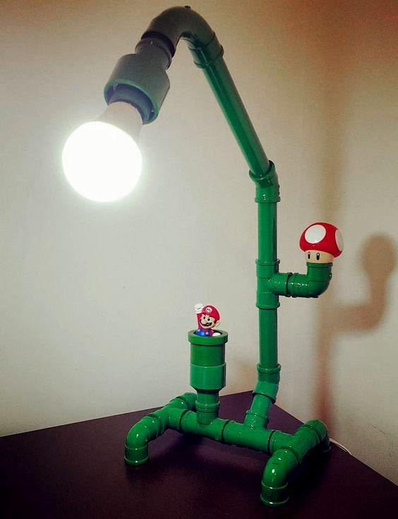 Fácil de fazer, DIY de decoração: Luminária de mesa dos encanamentos do Mario Bros. Mais fácil ainda se tiver os brinquedinhos do Mc Donald's para compor!: