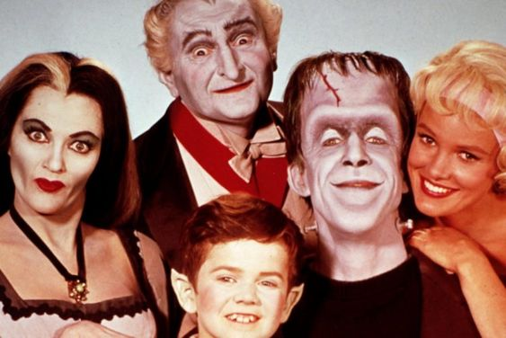 The Munsters cast: Sitcom stars Fred Gwynne and Yvonne De Carlo talk TV in these vintage interviews - #munsters #themunsters #vintageTV #sitcoms #classicTV #televisionshows #tvshows #sixties #1960s #vintagefamily #hermanmunster #clickamericana