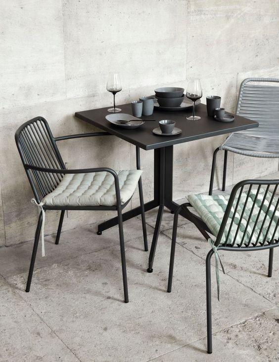 アウトドア ガーデン テーブル ティータイム 朝食 ランチ イメージ