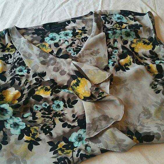 Flowered top with ruffles! Sleeveless! Like new!! 100% Polyester. Blouse is petite, but could fit others! Worthington Tops Blouses