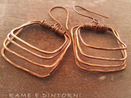 Pendientes de cobre forjados en frío...