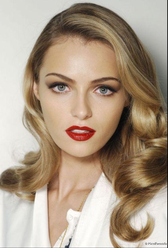 Aprende a escoger el tono de lápiz labial ideal que combine con el color de tu cabello