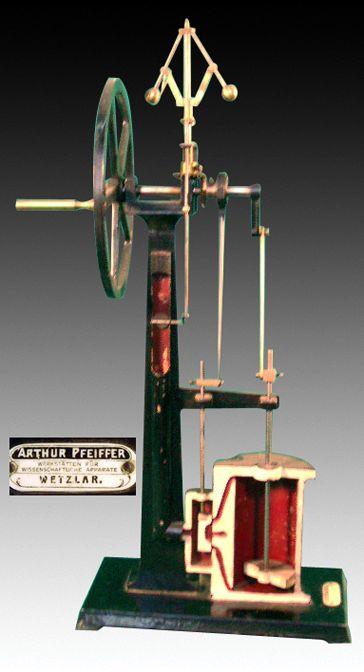 Máquina de vapor, consta de dos partes principales: el generador o caldera, donde se produce el vapor, y el motor, que convierte la fuerza expansiva del vapor en trabajo mecánico. El inventor de la máquina de vapor verdaderamente utilizable fue el inglés James Watt en 1796 - Portal Fuenterrebollo