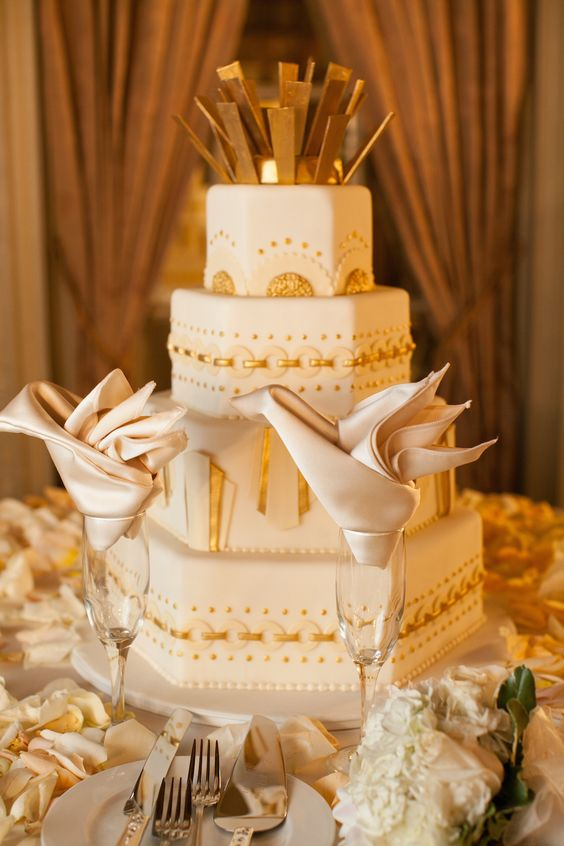 Art Deco Cake  Photography: Danny Baker for Epic Imagery Read More: http://www.insideweddings.com/weddings/a-great-gatsby-wedding-at-an-old-hollywood-landmark/598/